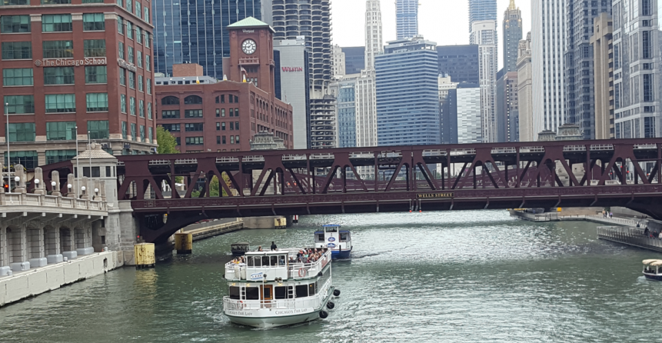 ChicagoDowntownRiverBoats